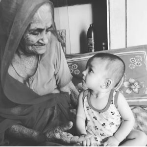 Poem on Grandmother in Hindi, Miss you Grandmother Status in Hindi, Short poem on Grandmother